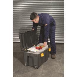 Kit di pronto intervento ambientale contro gli sversamenti di liquidi inquinanti